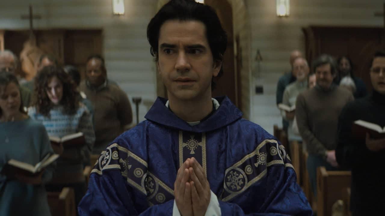 Midnight Mass: il trailer della nuova serie Netflix creata da Mike Flanagan thumbnail