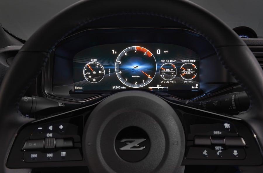 Nissan-Z-quadro-strumenti