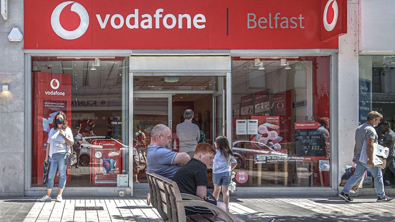 Vodafone reintroduce le tariffe di roaming dopo la Brexit thumbnail
