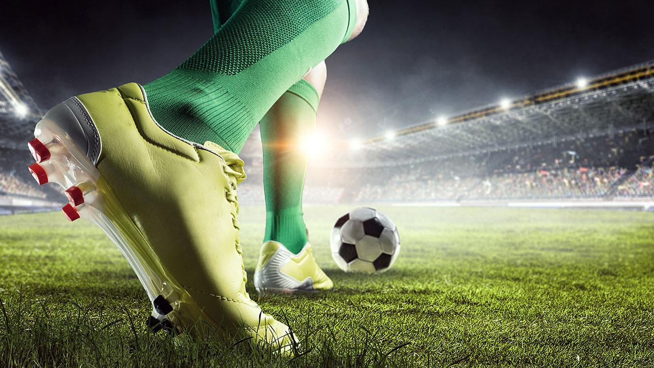 Il calcio in TV costa meno: prezzi dimezzati rispetto agli anni passati thumbnail