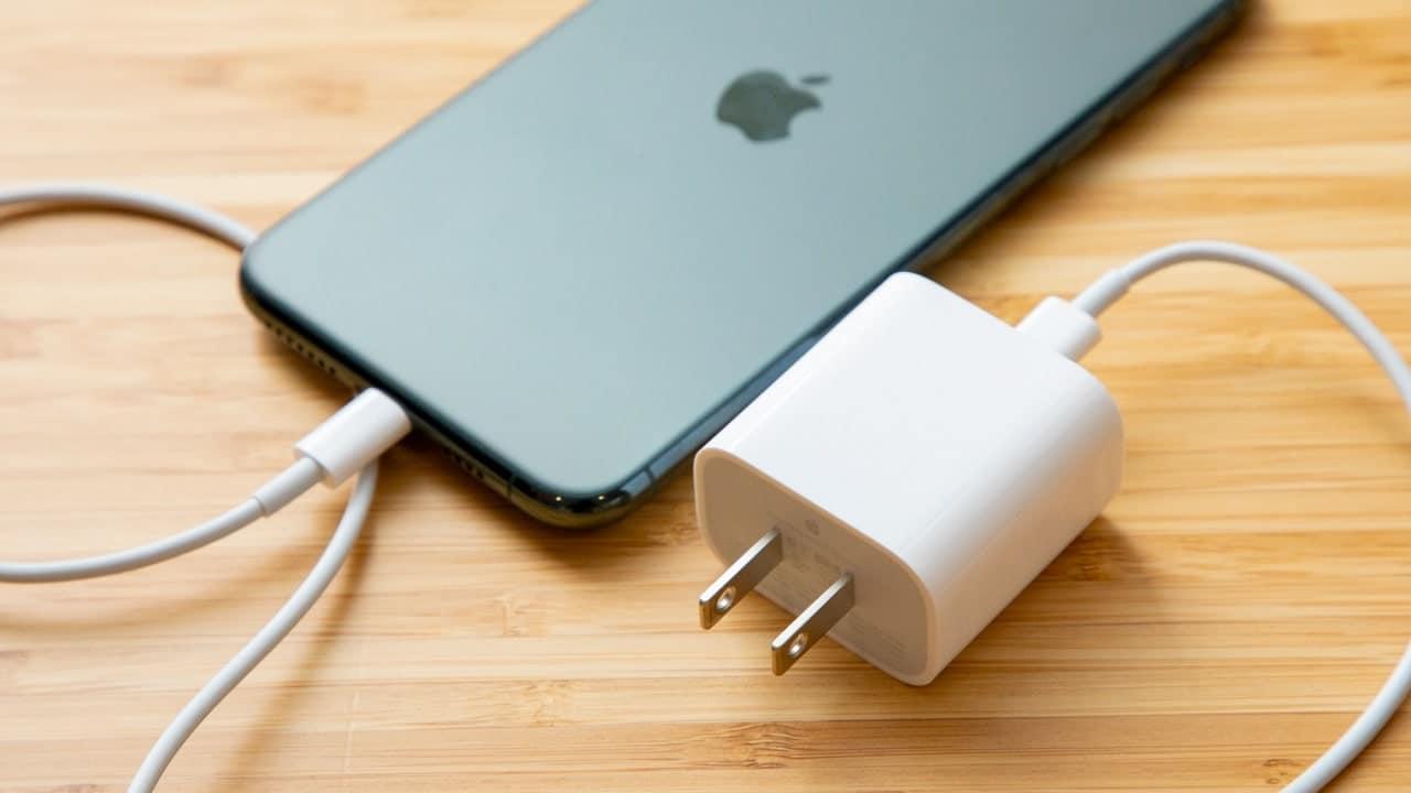 L'iPhone avrà la USB-C grazie all'Europa thumbnail