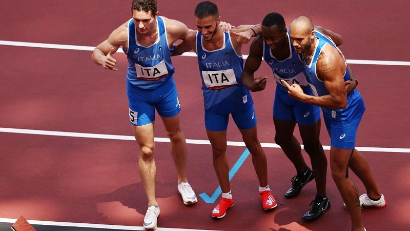 olimpiadi tokyo 2020 staffetta 4x100 oro-min