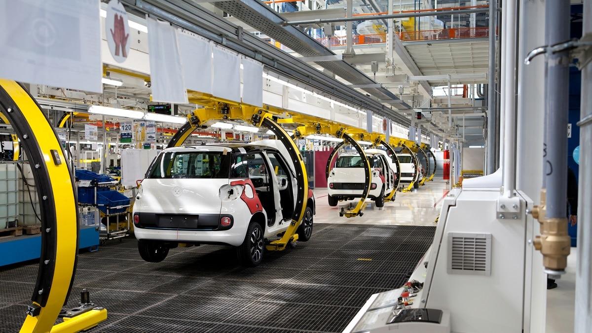 La carenza di microchip ferma la produzione auto in Europa thumbnail