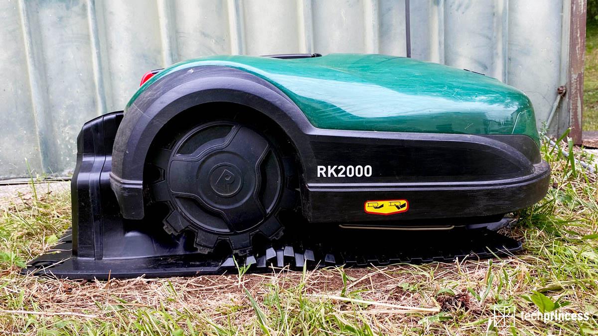 La recensione di Robomow RK2000, il robot tagliaerba per un prato perfetto thumbnail