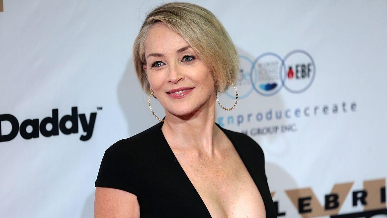 Sharon Stone minacciata sul set per aver chiesto a tutti di vaccinarsi thumbnail