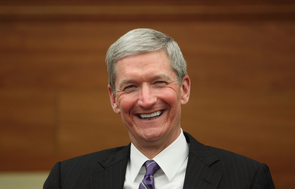 Apple: retribuzione record per Tim Cook thumbnail
