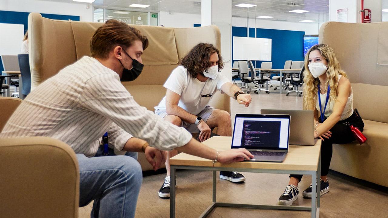 Apple rinnova il programma della Developer Academy di Napoli fino al 2025 thumbnail