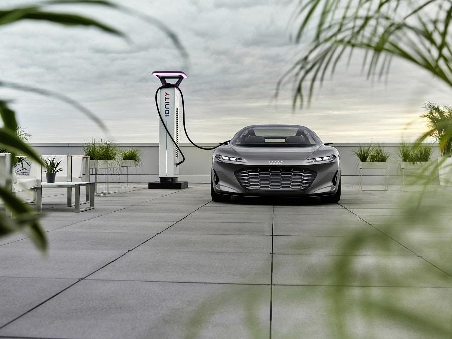 Audi grandsphere RICARICA