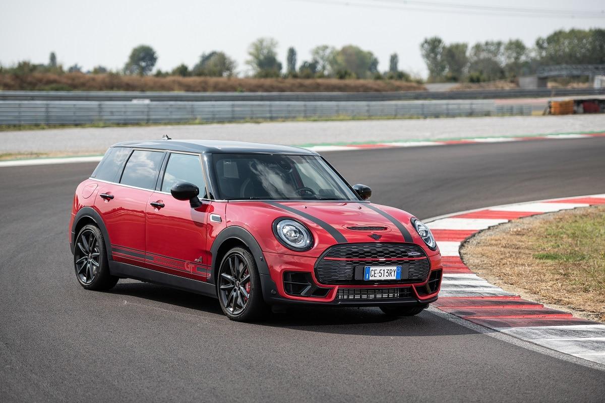 MINI Rockingham GT Edition: la nuova limited edition celebra il Motorsport thumbnail