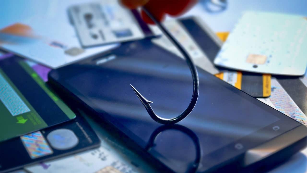 Smishing: la nuova arma degli hacker sono gli SMS thumbnail