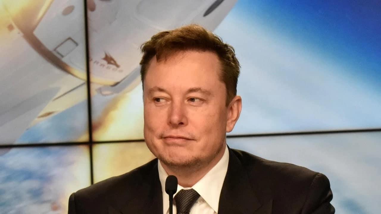 Elon Musk prende in giro Blue Origin per la denuncia alla NASA thumbnail