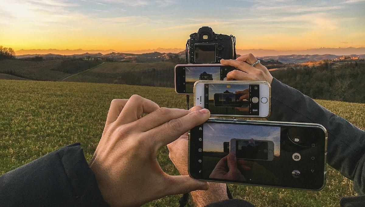 Addio macchina fotografica, le foto si scattano con lo smartphone thumbnail