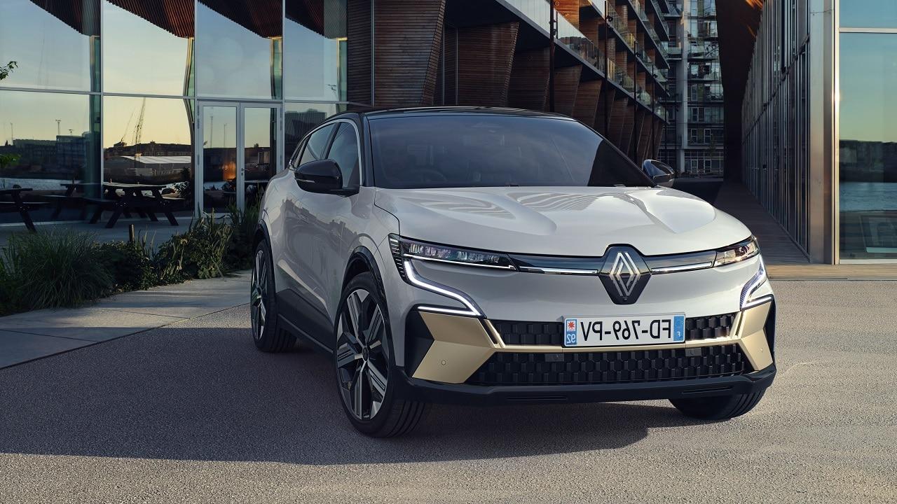 Renault Mégane E-TECH, dopo 25 anni è diventata elettrica e (quasi) Crossover thumbnail