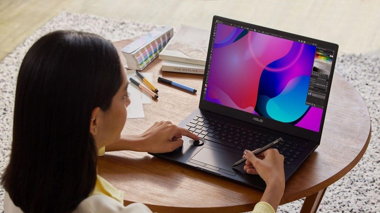 Samsung comincia la produzione di display OLED da 90Hz per laptop thumbnail