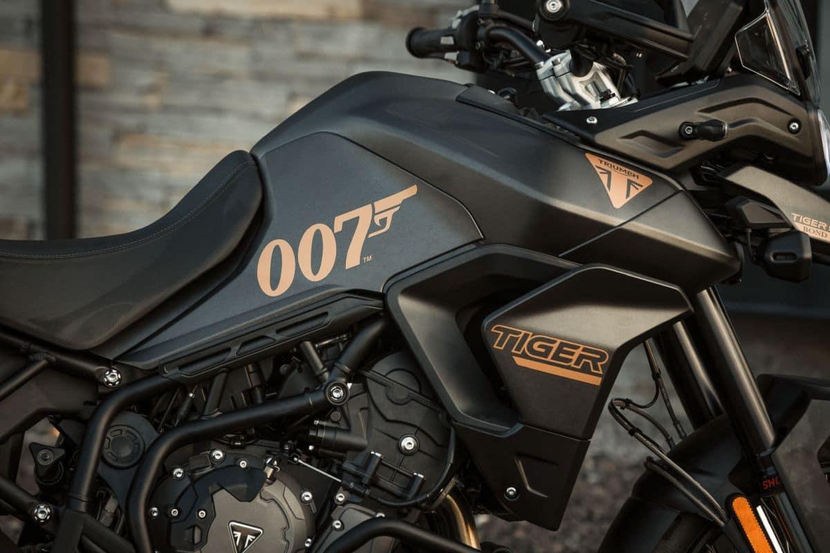 Triumph celebra il nuovo film di 007 con la nuova Tiger 900 Bond Edition thumbnail