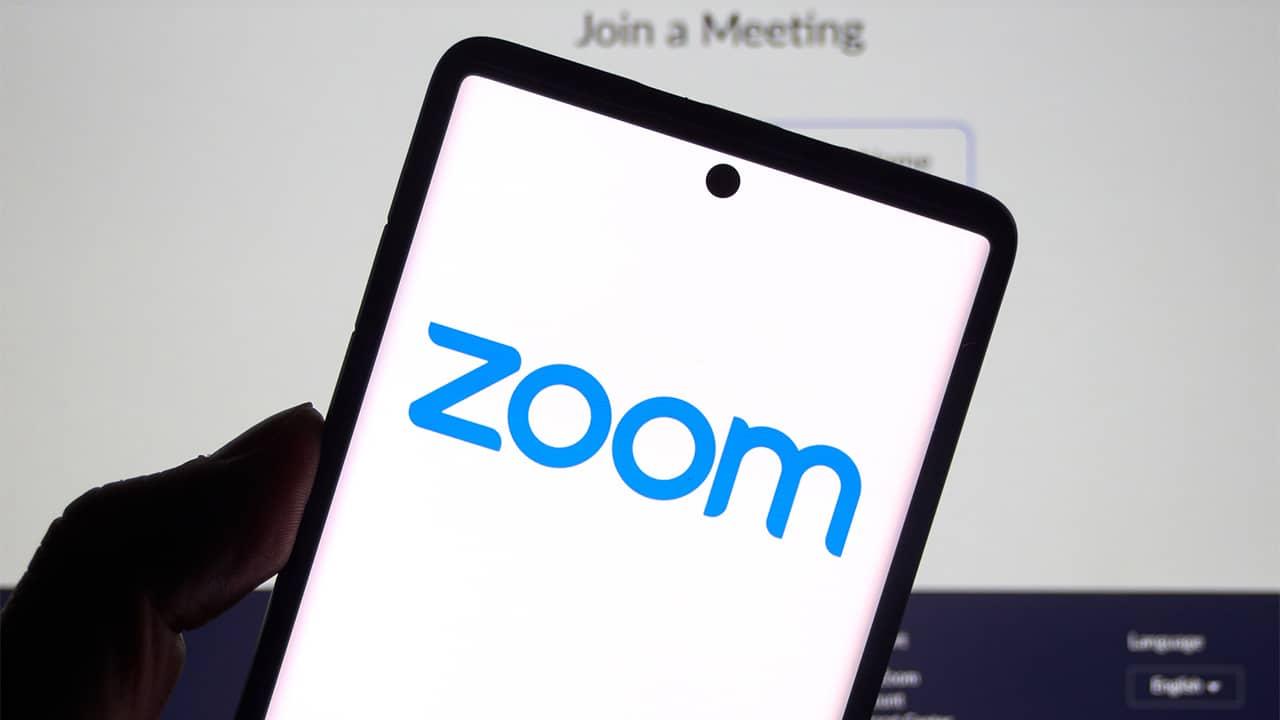 Dismorfia di Zoom, come le webcam alterano l'immagine che abbiamo di noi stessi thumbnail