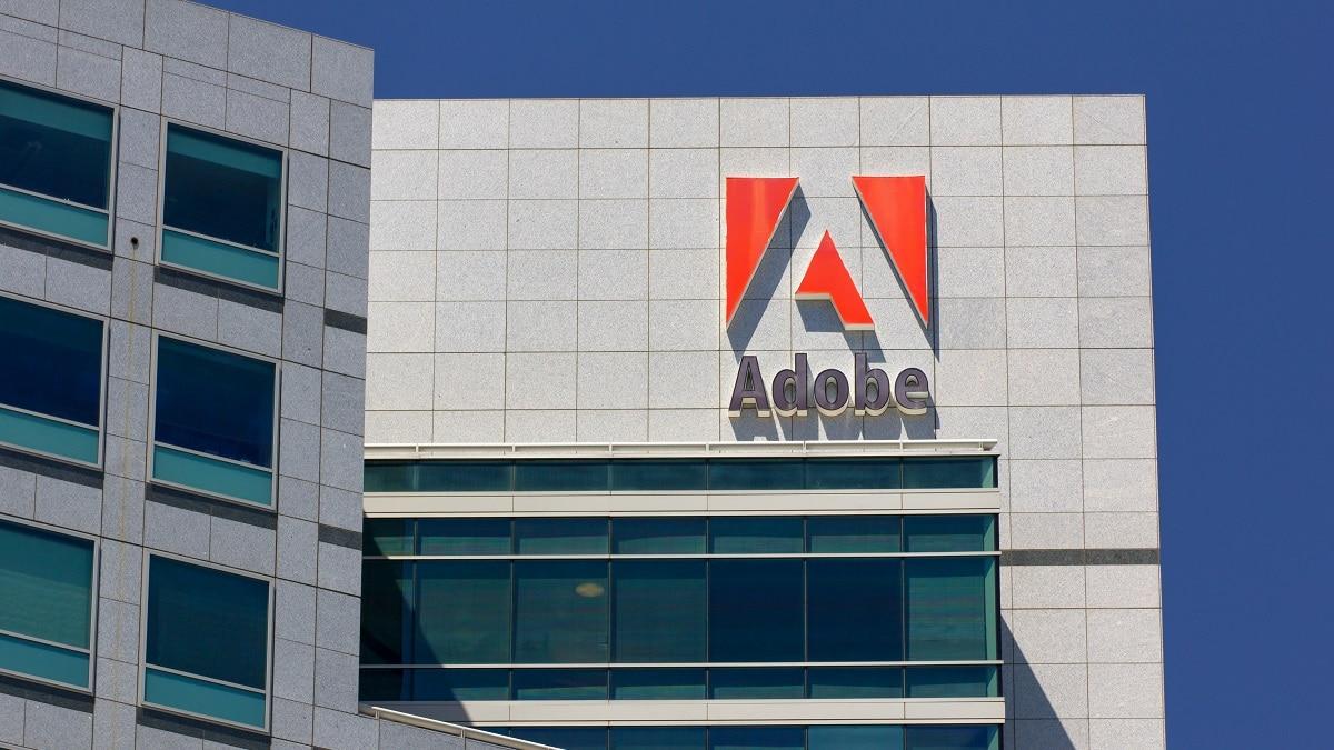 Adobe bloccherà gli stipendi ai dipendenti no vax thumbnail