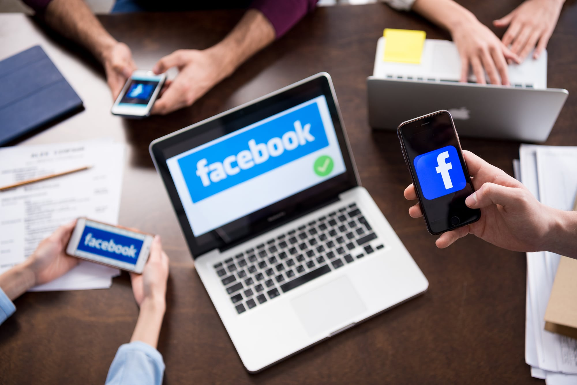 Facebook cambia ufficialmente nome in Meta thumbnail