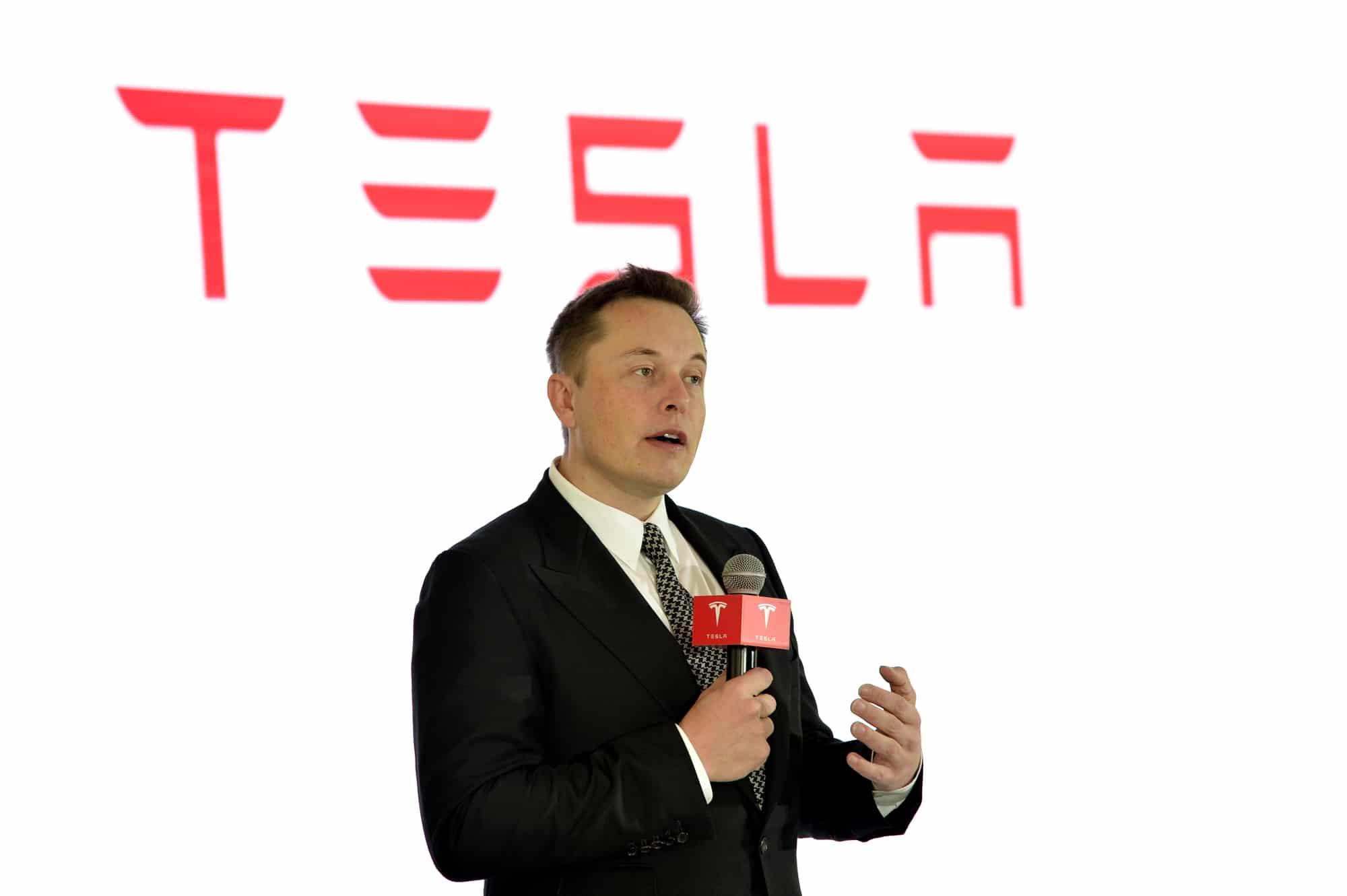 Elon Musk supera Bill Gates e Jeff Bezos: è l'uomo più ricco del pianeta thumbnail