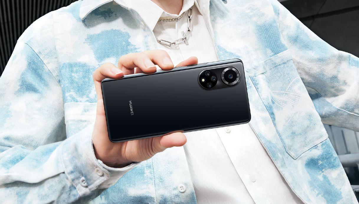 """""""Siamo tornati"""". Huawei torna ad attaccare il mercato degli smartphone thumbnail"""