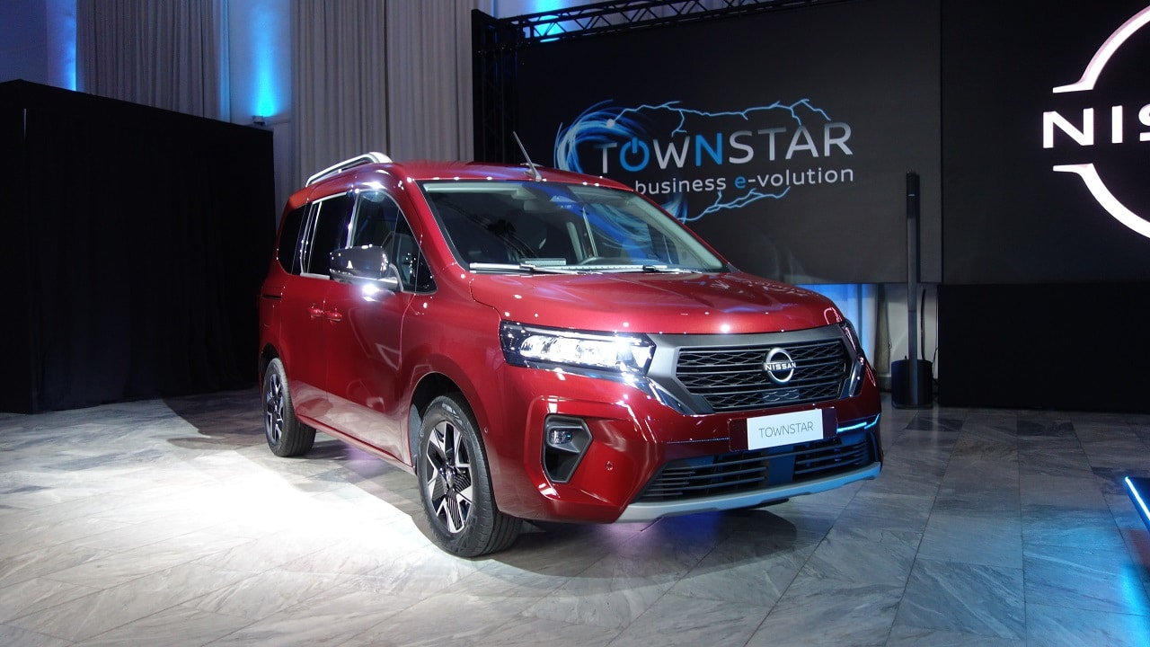La prima Nissan col nuovo logo è il van Townstar: l'anteprima della tuttofare giapponese thumbnail