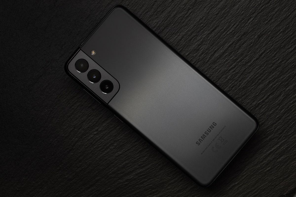 Samsung Galaxy S22 Ultra: nuovi dettagli sulle fotocamere posteriori thumbnail