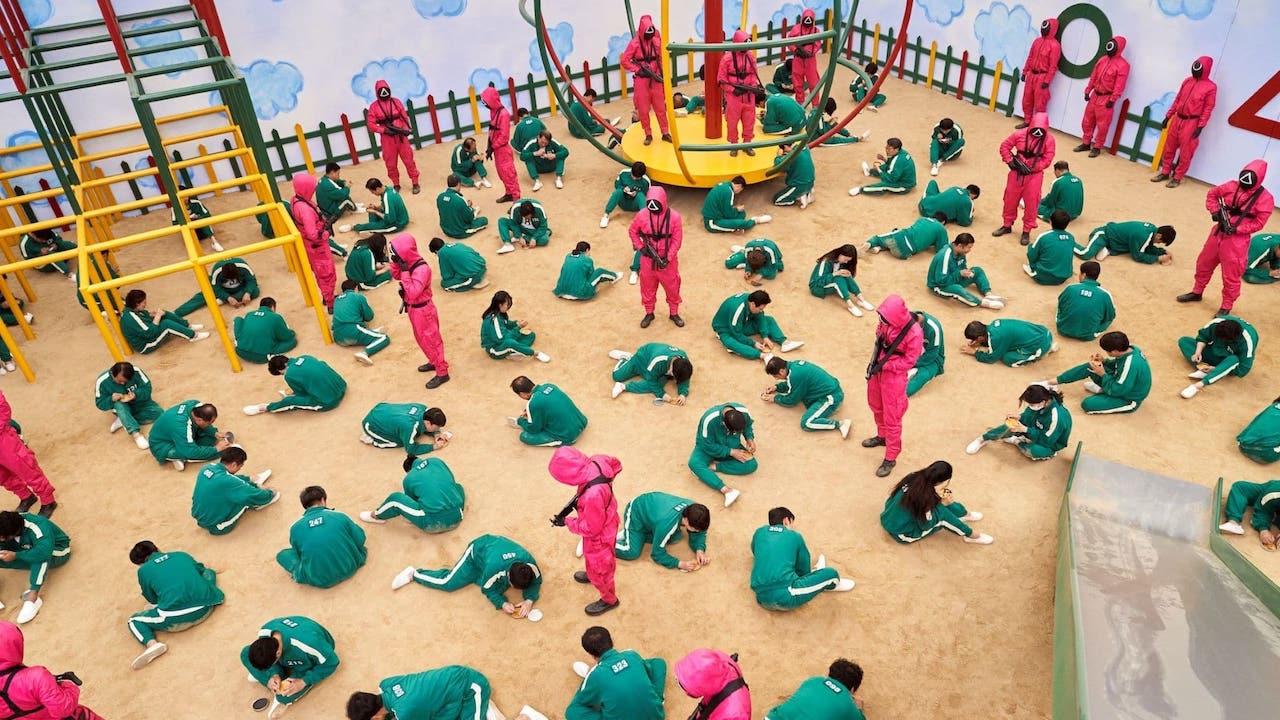 """Allarme Squid Game nelle scuole inglesi: i bambini imitano i """"giochi"""" thumbnail"""