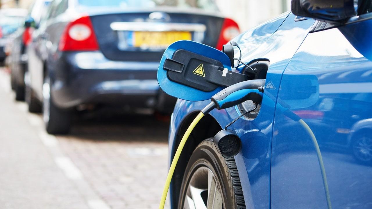 Quando non si potrà più guidare l'auto a combustile fossile? thumbnail