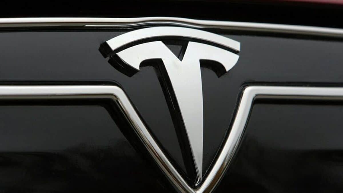 Tesla, nuovo record di vendite nonostante la carenza di semiconduttori thumbnail