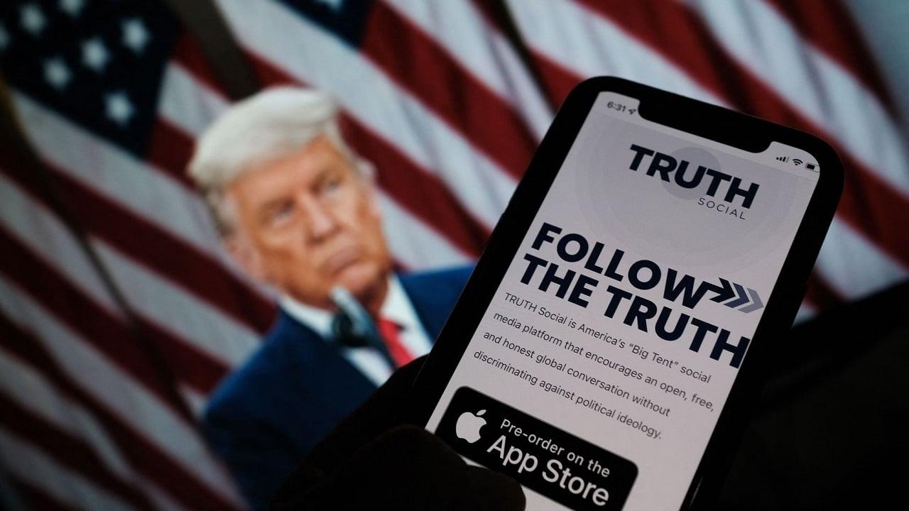 Donald Trump lancerà un nuovo social network chiamato Truth Social thumbnail