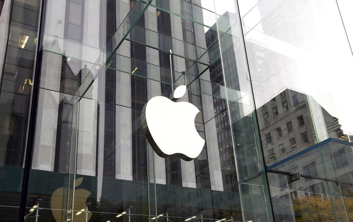 Apple: tamponi giornalieri per i dipendenti non vaccinati thumbnail