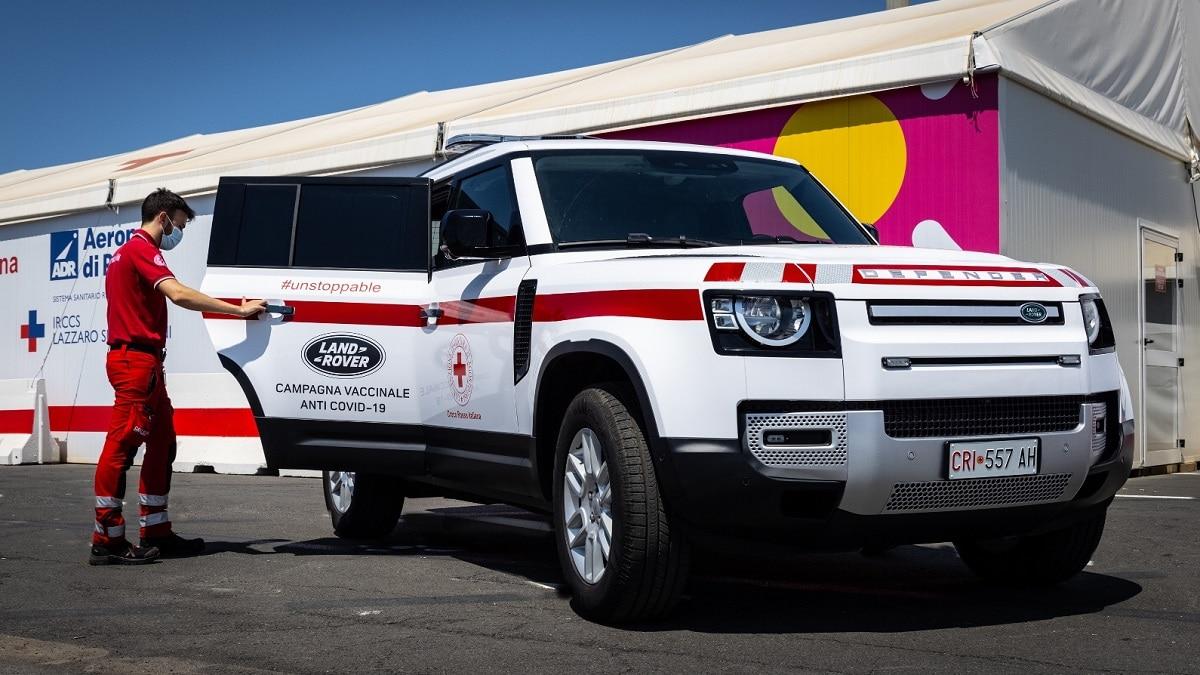 Land Rover e il Defender Hard Top supportano la Croce Rossa thumbnail