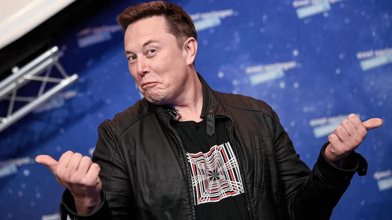 Elon Musk è l'uomo più ricco del mondo e si fa beffe di Jeff Bezos thumbnail