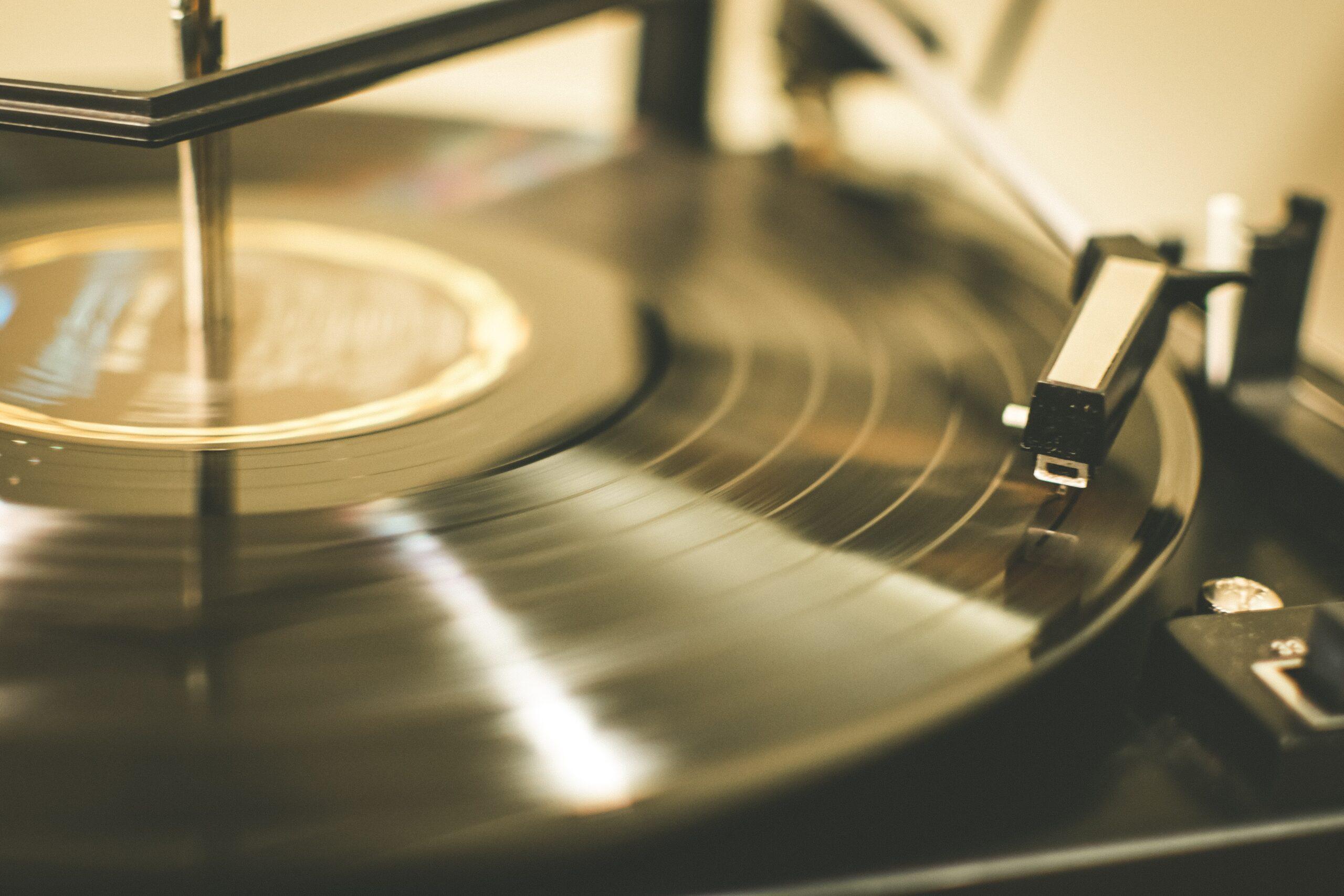 Torna la Amazon Vinyl Week, la settimana dedicata ai dischi in vinile thumbnail