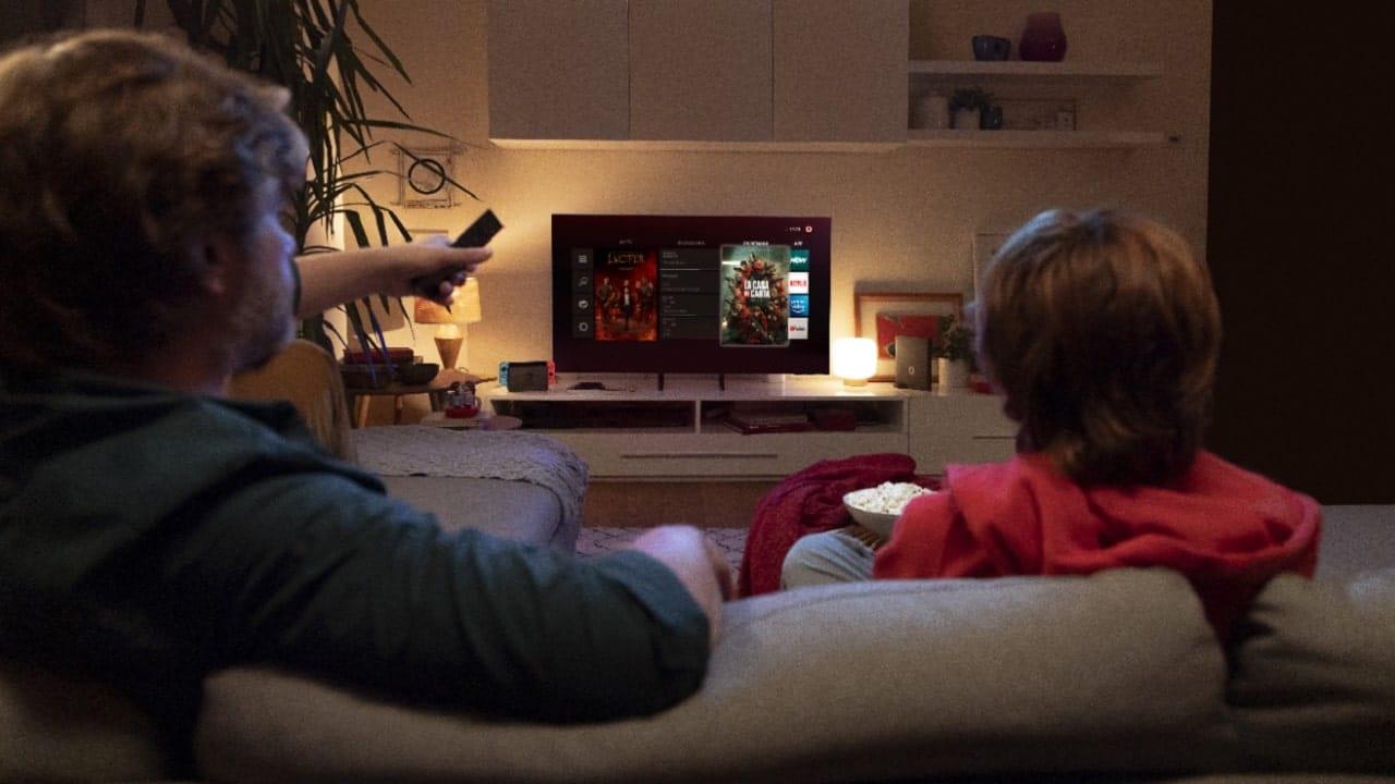 Offerta Vodafone con smart TV, console e telecamera smart thumbnail