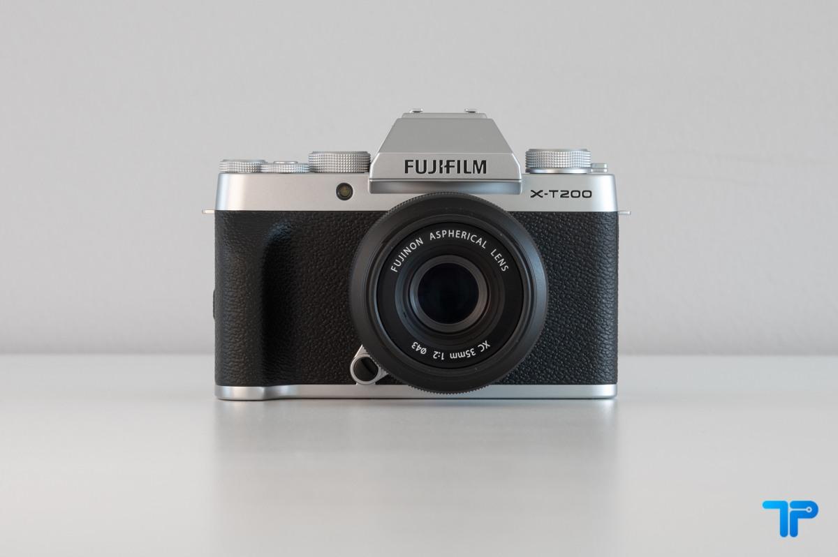 La piccola Fujifilm X-T200